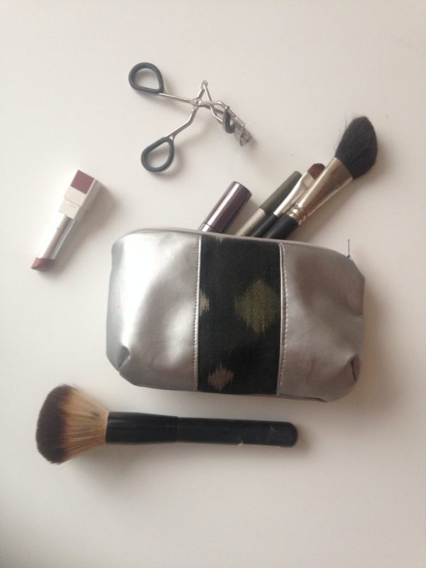 Dans la trousse Diana Argenté & Noir Étoiles de Fabienne, il y a.. son maquillage !