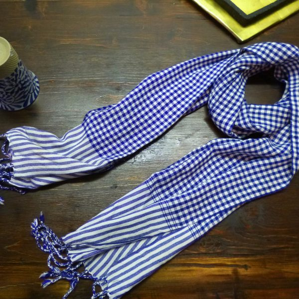 Echarpe bandana en pur coton tissée à la main au Cambodge. Vegan et éthique.